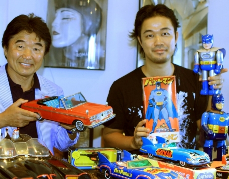 yuji-vintage-1960s-batman-tin-toys-robot-2