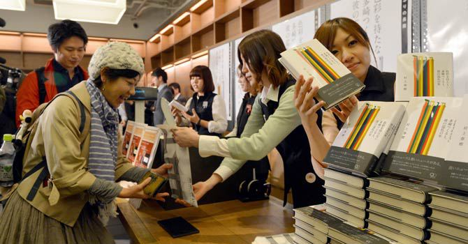 Haruki Murakami Book selling in Japan Bookstore