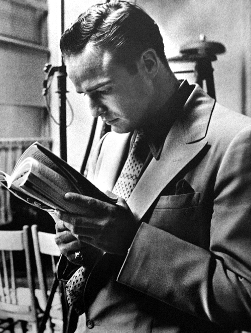 Awesome People Reading Books Marlon Brando